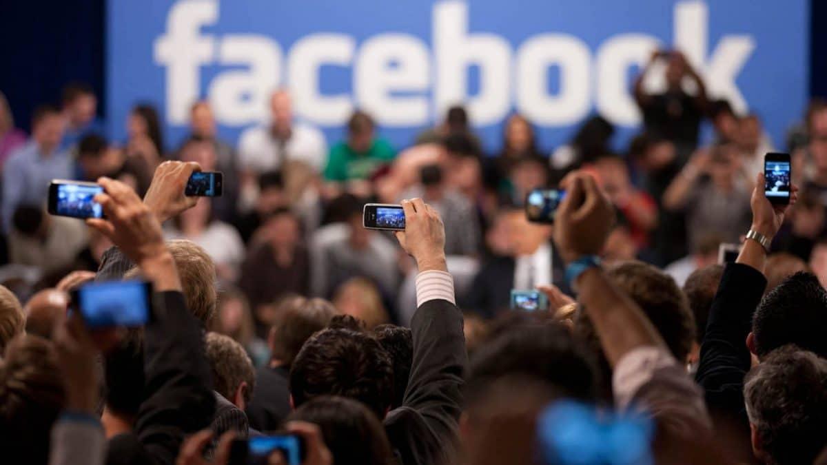 il mio account facebook è disattivato - fb th phones 1200x675 - Il mio account Facebook è disattivato